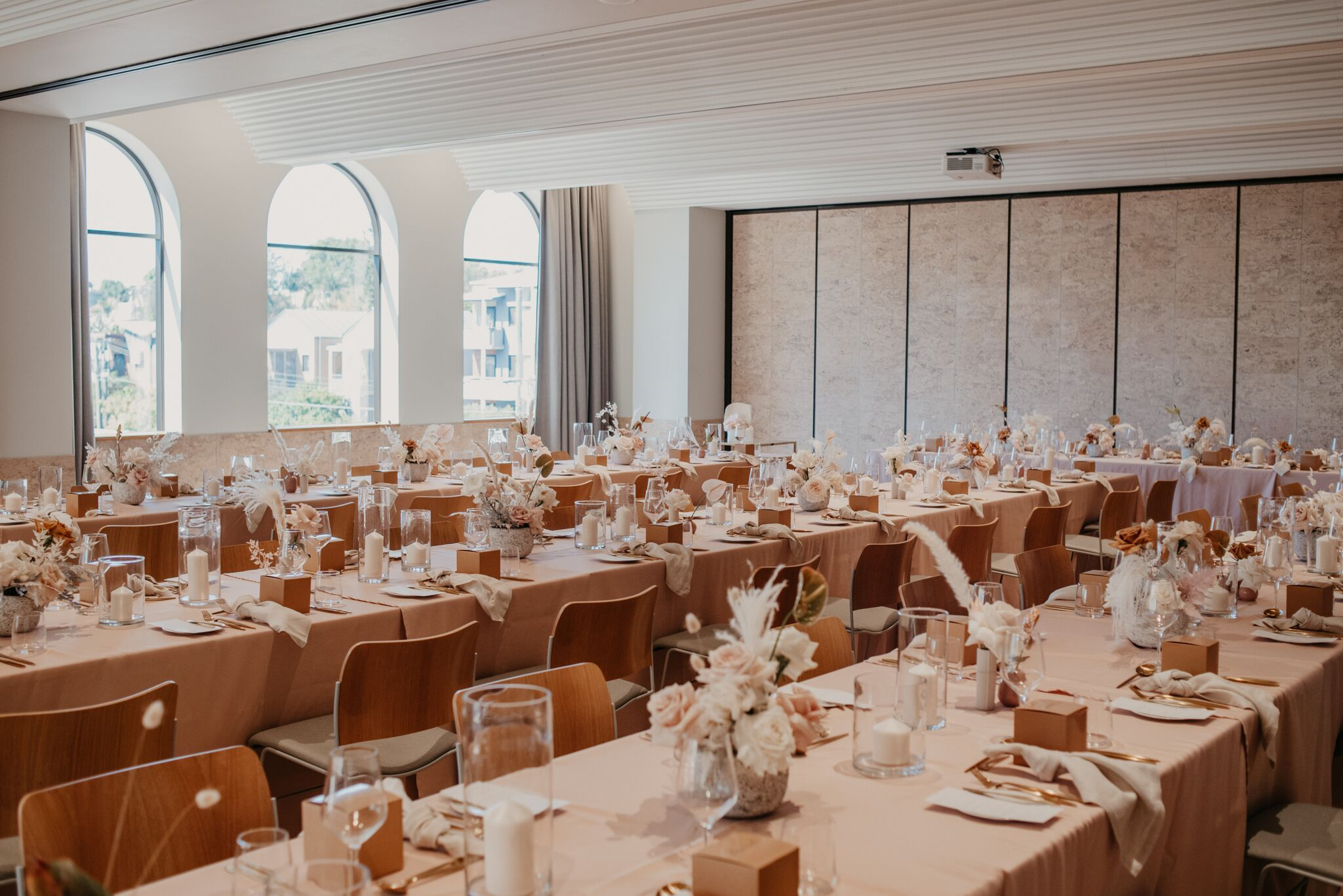 the wedding school white+white weddings and events tablescaping