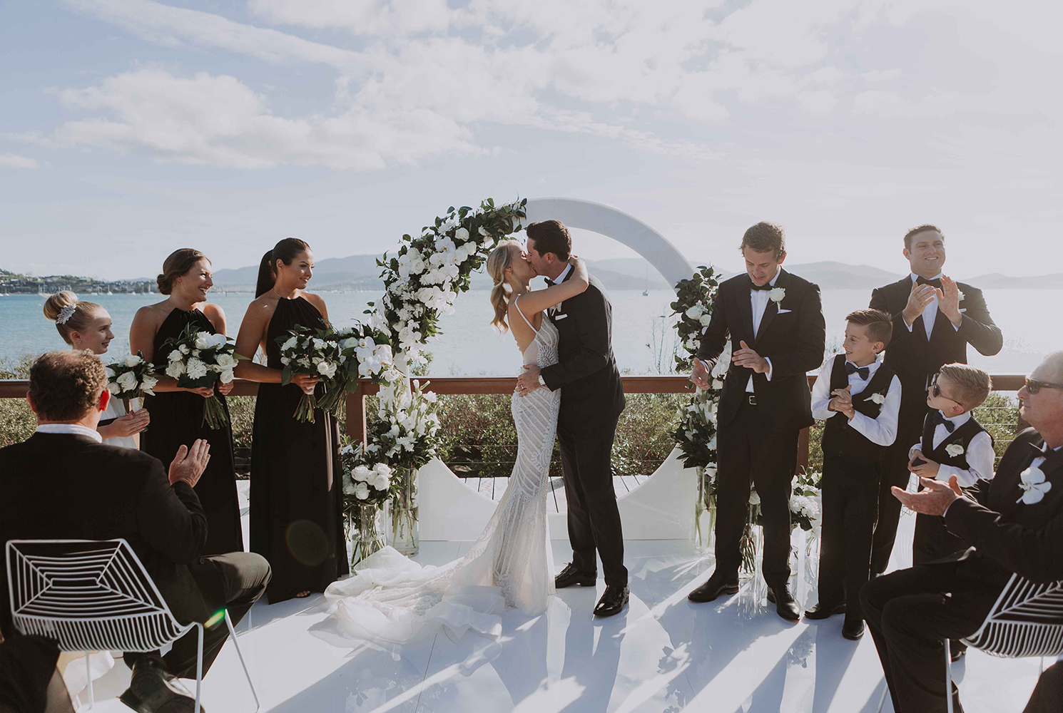 real-wedding-jess-jake-airlie-beach-destination-mandalay-mansion-kiss-couple-ceremony-circle-arch