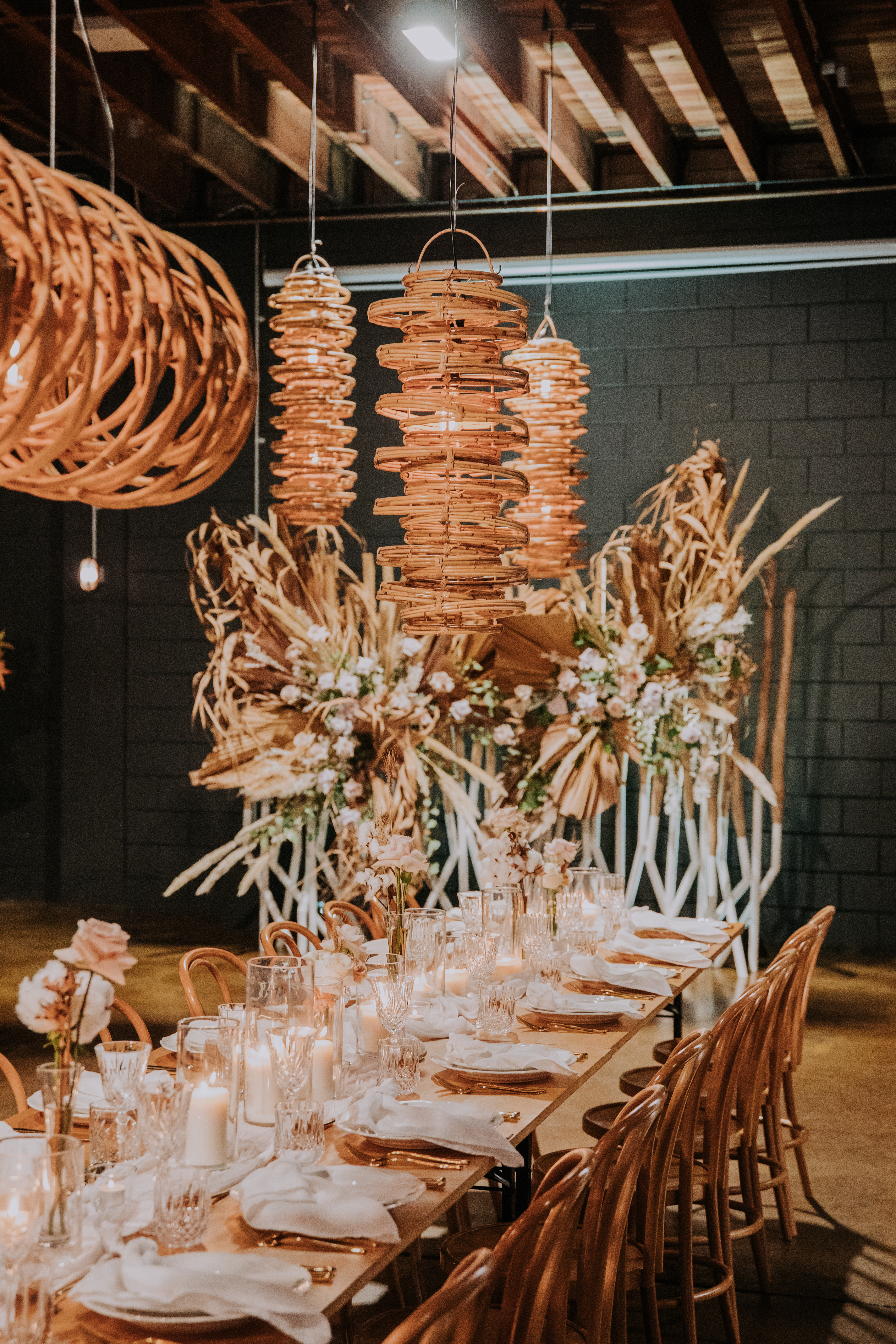 white+white weddings and events the wedding school lightspace studios showcase tablescape