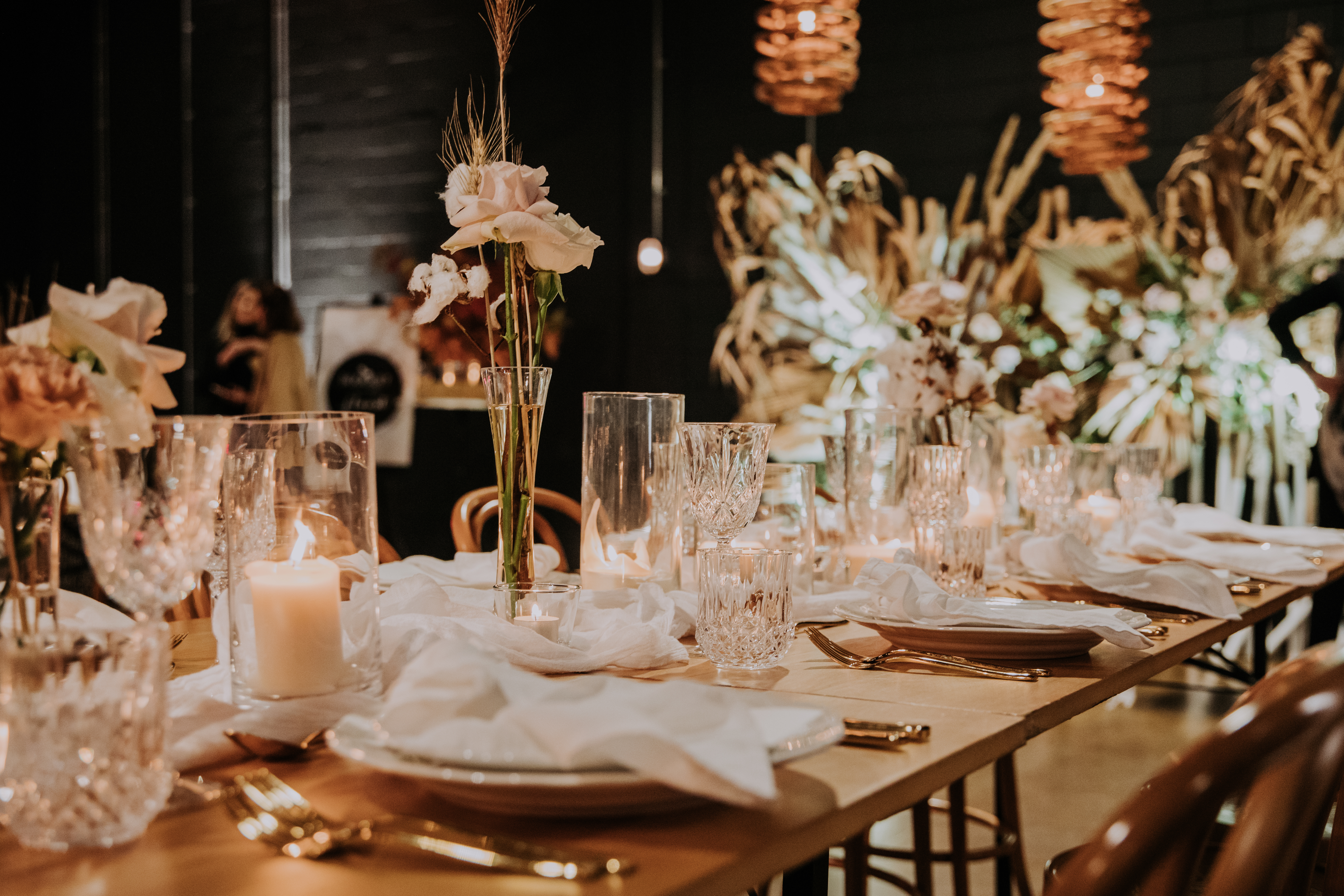 white+white weddings and events the wedding school lightspace studios showcase tablescape textures