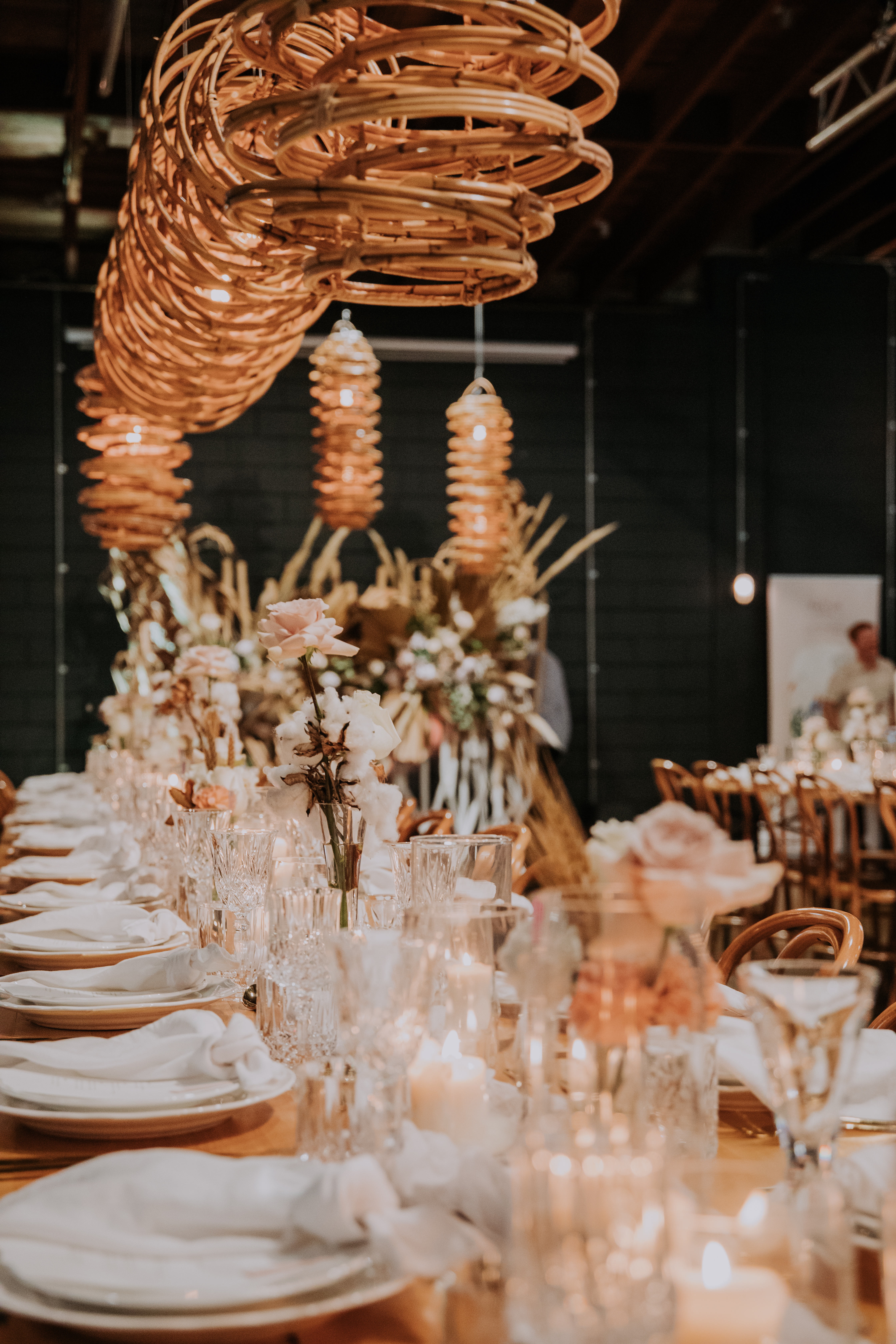 white+white weddings and events the wedding school lightspace studios showcase tablescape textures lighting