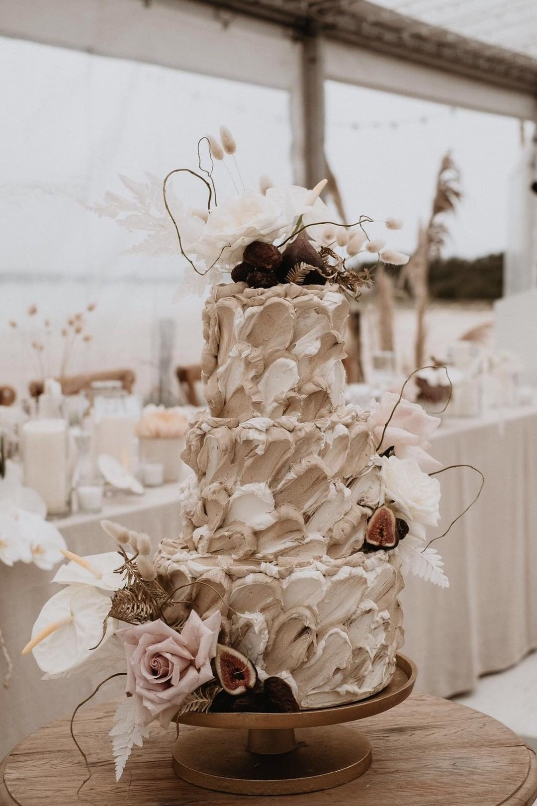 white+white weddings and events the wedding school byron bay cake