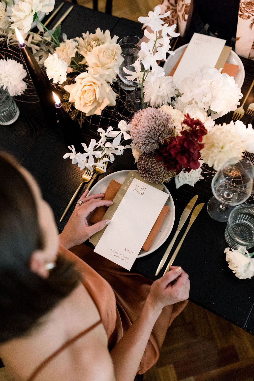 white+white weddings and events the wedding school styled shoot isles lane tablescape table styling floral arrangement candid